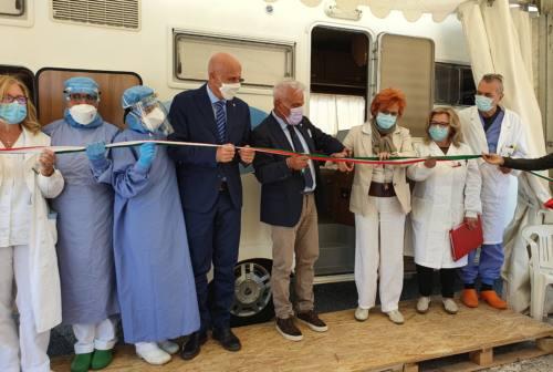 Ancona, ospedale di Torrette: tamponi in auto e nuovi posti letto di intensiva e semi intensiva