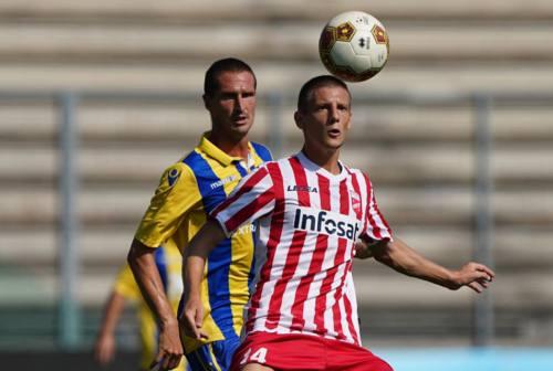 Calcio, ottima prova della Fermana a Teramo a una settimana dall'esordio con il Mantova