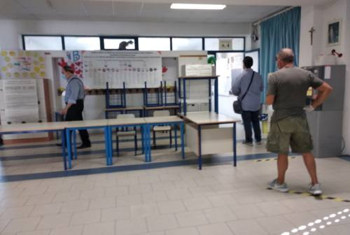 Elezioni a Loreto, si vota anche per il sindaco. I dati dell'affluenza e le foto dei candidati alle urne
