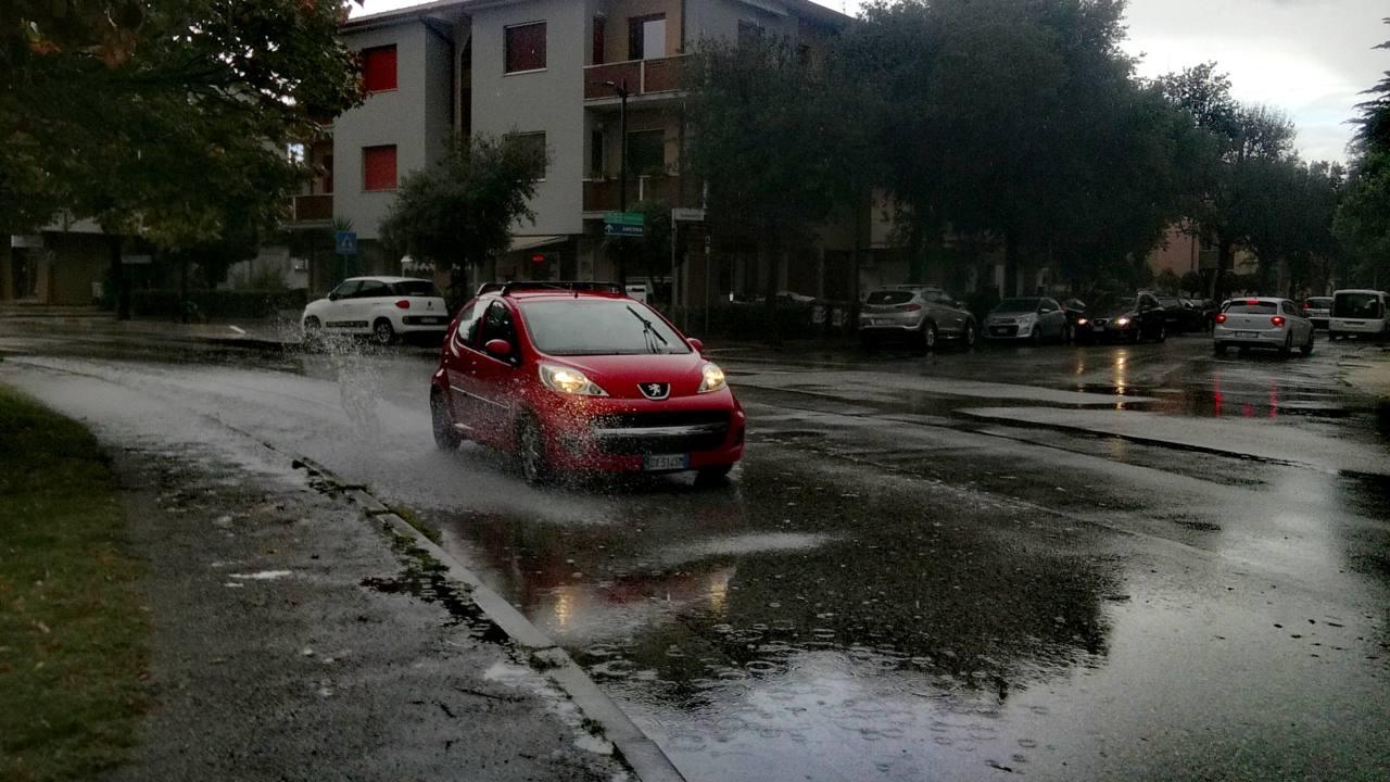Maltempo a Senigallia, alcuni allagamenti per le forti piogge