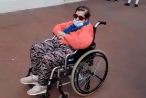Poliambulatorio del Viale: disavventura per una signora in carrozzina. «È una vergogna!»