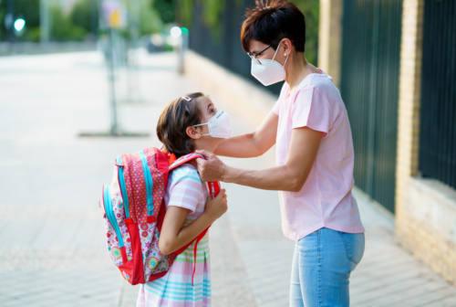Naso che cola e tosse, rischio aule vuote a scuola. Il pediatra: «Puntare sui test rapidi»