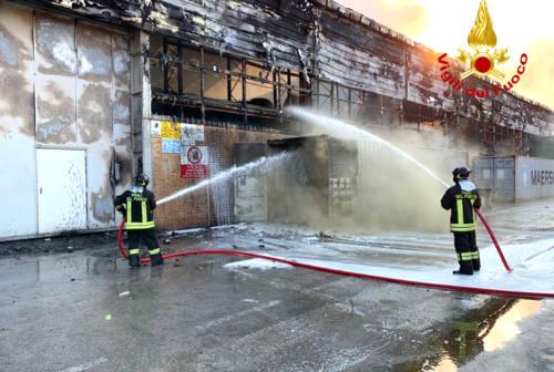 Incendio al porto di Ancona, Il sindaco Mancinelli: «Nessun rischio da inalazione»
