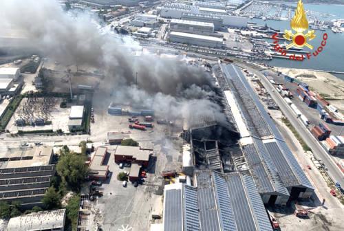 Ancona, la minoranza chiede un consiglio comunale monotematico sull'incendio al porto