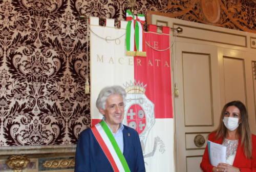 Macerata, Sandro Parcaroli si insedia in Comune: «Dobbiamo tornare a sognare»
