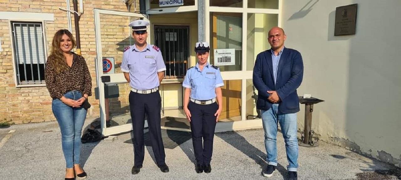 Da sinistra: l'assessore alla Polizia Federica Gatto, il comandante Daniele Buscarini, la funzionaria Fenni Mersia e il sindaco Simone Pugnaloni