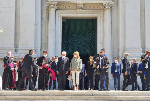 Mattarella a Loreto accende la Lampada per la pace
