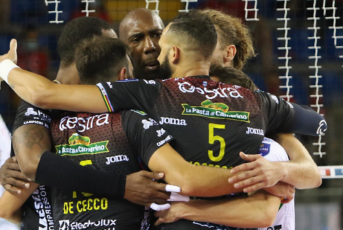 Volley, la Cucine Lube Civitanova va in finale di Super Coppa ma quanta fatica