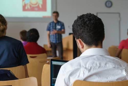 Porto Recanati, lunedì il rientro in classe. Il sindaco: «Chiediamo collaborazione a genitori e alunni»