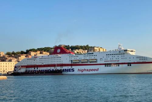 Giovane trovato morto nel garage di un traghetto, tragedia al porto di Ancona
