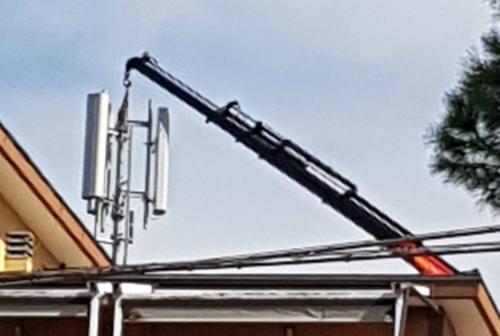 Senigallia: cittadini allarmati per l'installazione di un'antenna della telefonia mobile in Via Pola