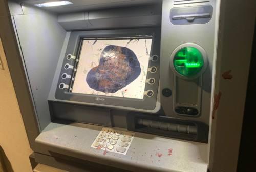 Urbino, devasta il bancomat a mani nude e con delle tronchesi: denunciato