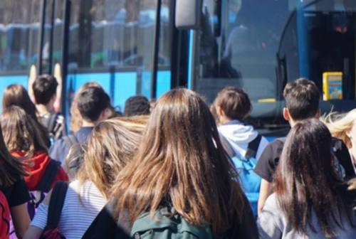 Pesaro, bus affollati e studenti a terra. «Integrare i mezzi Adriabus con quelli privati»