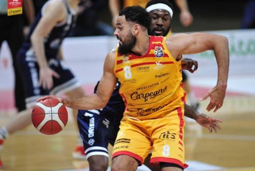 Basket, la VL lotta ma cede nel finale contro Sassari