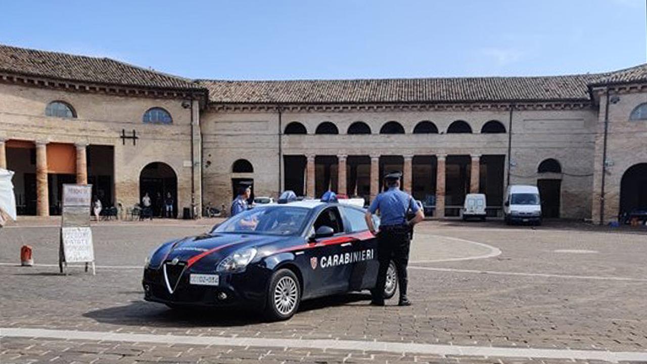 I carabinieri al foro annonario di Senigallia
