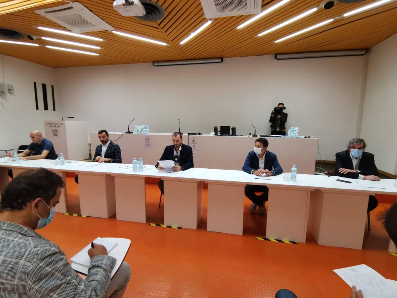 L'incontro di Confindustria dopo il Micam. Da sinistra: Spernanzoni, Castricini, Piervincenzi, Sciamanna e Pucci