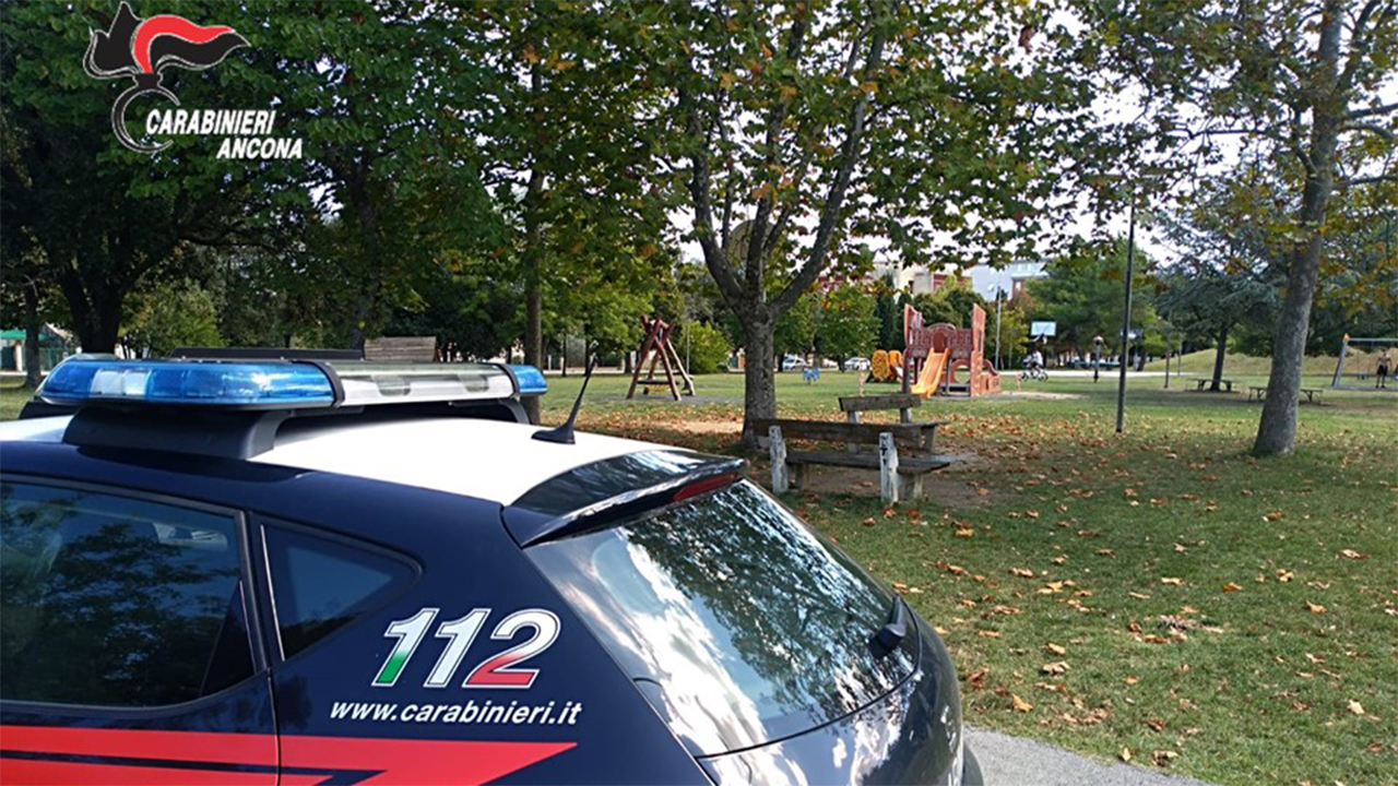 I controlli dei Carabinieri al parco della Pace di Senigallia