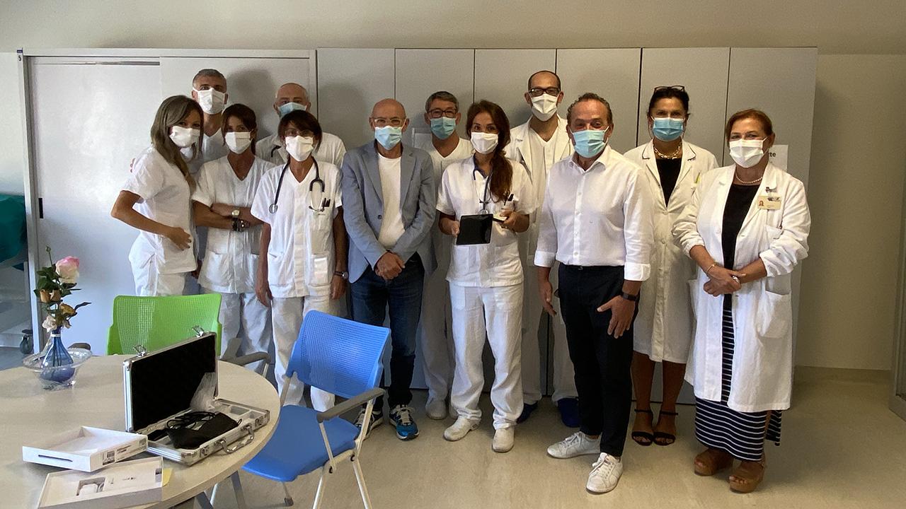 La consegna dell'ecografo portatile al reparto di medicine generale dell'ospedale di Senigallia
