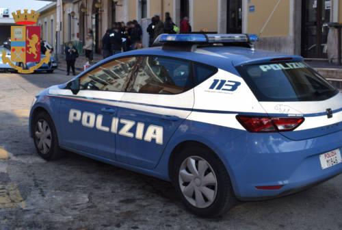 Ubriaco aggredisce gli agenti alla stazione, arrestato 21enne a San Benedetto del Tronto