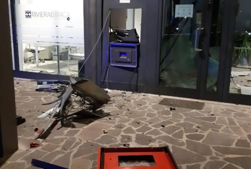 Gradara, fanno saltare il bancomat, banditi in fuga con migliaia di euro