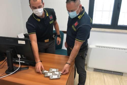 Appignano, trovato con 500 grammi di hashish in casa: arrestato un 30enne