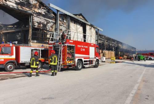 Incendio al porto di Ancona: disagi per gli autotrasportatori ora senza area di sosta