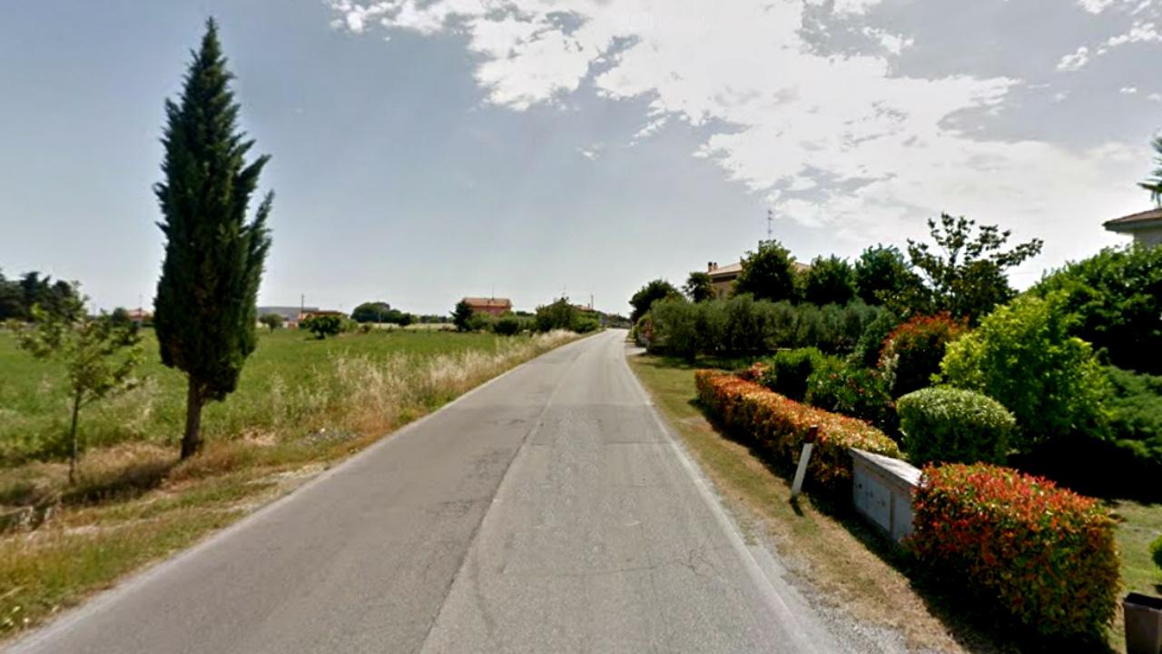 la strada provinciale Cesanense all'altezza della frazione di Sterpettine
