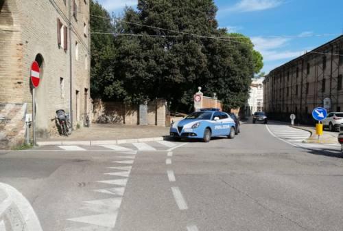 Pesaro, si toglie la vita agli Orti Giuli con un colpo di pistola