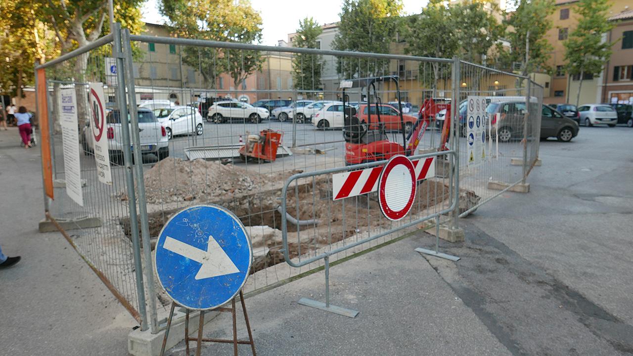 Gli scavi archeologici in piazza Simoncelli, a Senigallia, per riscoprire il ghetto ebraico