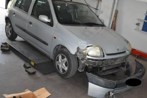Pesaro, si era scontrato con tre auto in sosta, poi la fuga: preso pirata della strada