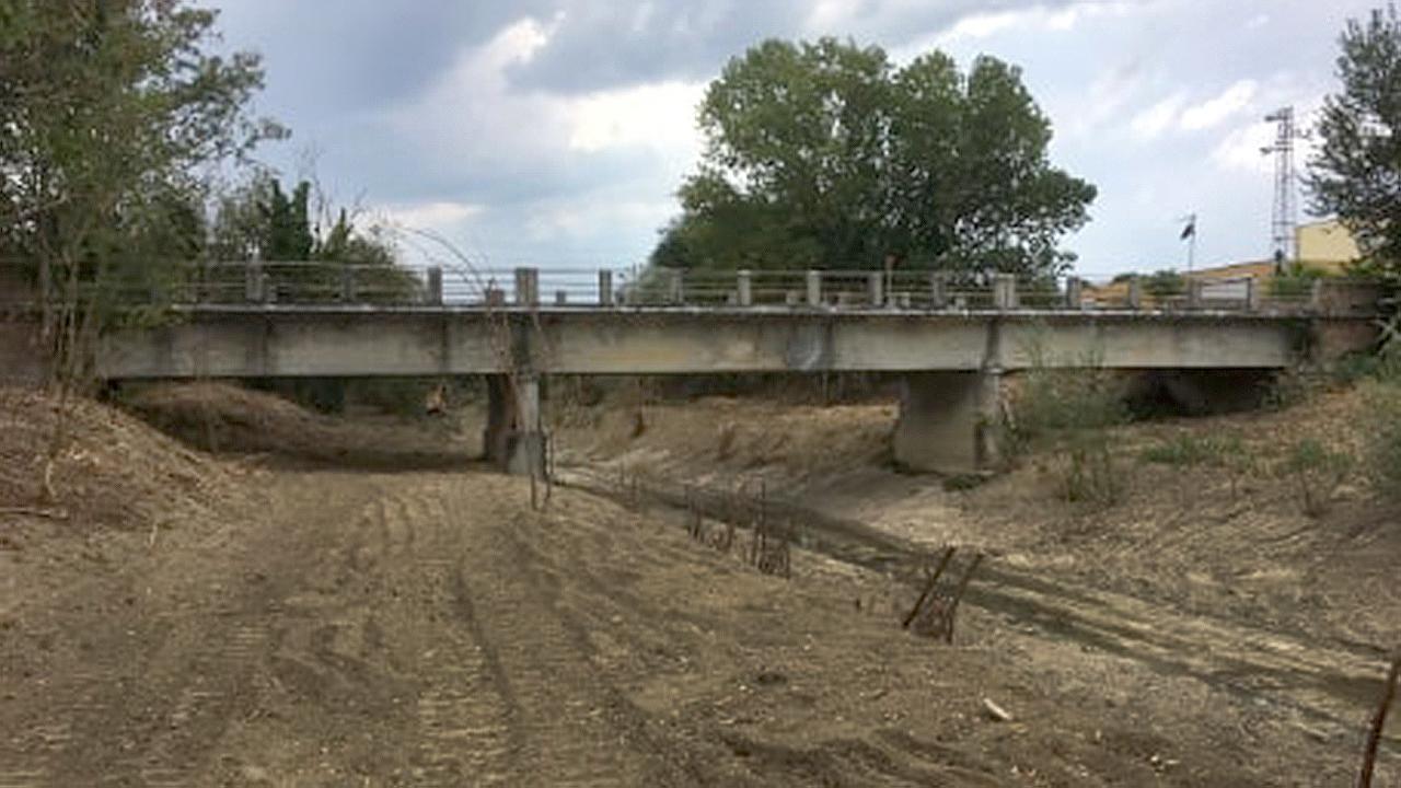 Il ponte sul torrente Nevola in località Passo Ripe di Trecastelli