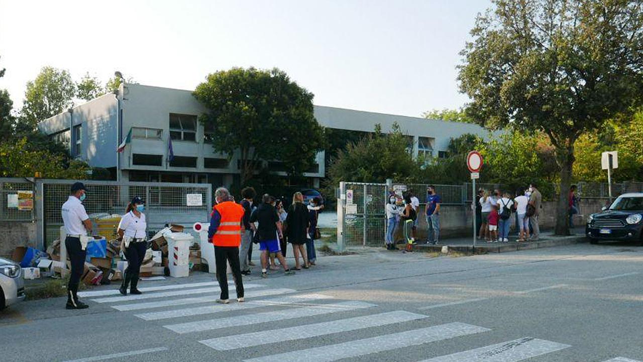 Il primo giorno di scuola alla primaria della Cesanella, a Senigallia