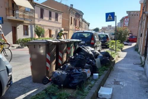 Falconara, sanzionati altri tre furbetti dei rifiuti: decisivi i cittadini sentinella