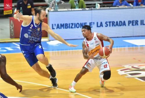 Basket, la VL chiude in bellezza battendo Sassari. Coach Repesa: «Disponibilità e attenzione per crescere ancora»