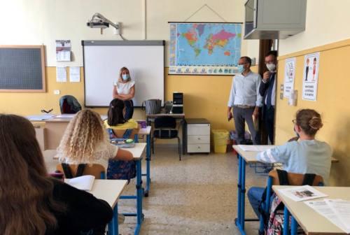 Ritorno in classe, Biancani chiede sicurezza: «Marche immobili sui tamponi agli studenti»