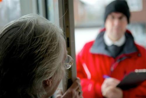Fano, falso venditore di forniture luce&gas costringe anziano a sottoscrivere il contratto