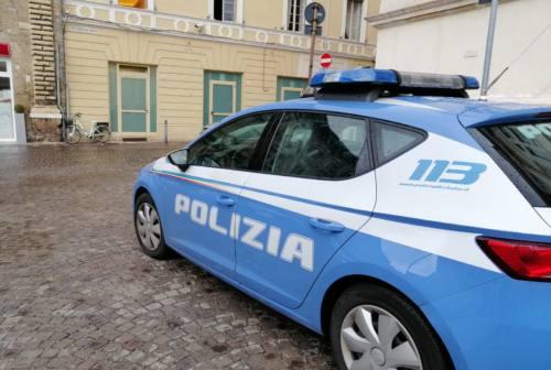 Pesaro, colpo alla cartoleria durante la notte: ladro in fuga con il fondocassa