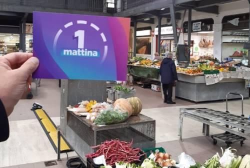"""Le telecamere di """"Uno Mattina"""" al Mercato delle Erbe di Ancona"""