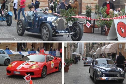 """La 1000 Miglia saluta Macerata: la """"Freccia Rossa"""" incanta la città – FOTO"""