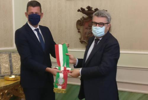 Senigallia, Maurizio Mangialardi passa la fascia da sindaco a Massimo Olivetti