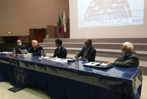 Il cardinale Bassetti ad Ancona: «Il Mediterraneo si può unire mettendo al centro la persona umana»