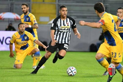 Calcio, l'Ascoli torna da Frosinone a mani vuote. Arriva la sconfitta nel finale