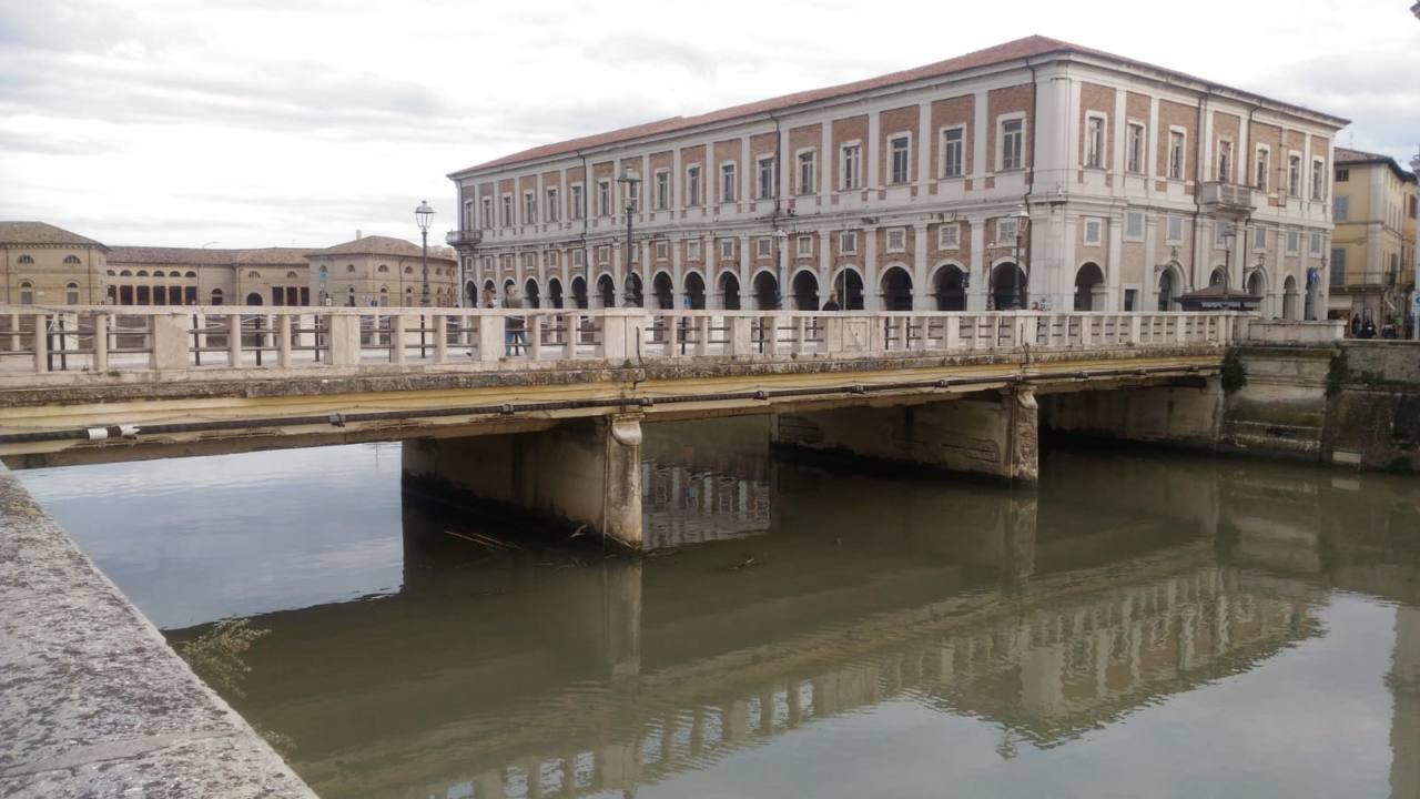 Il ponte II Giugno a Senigallia e palazzo Gherardi