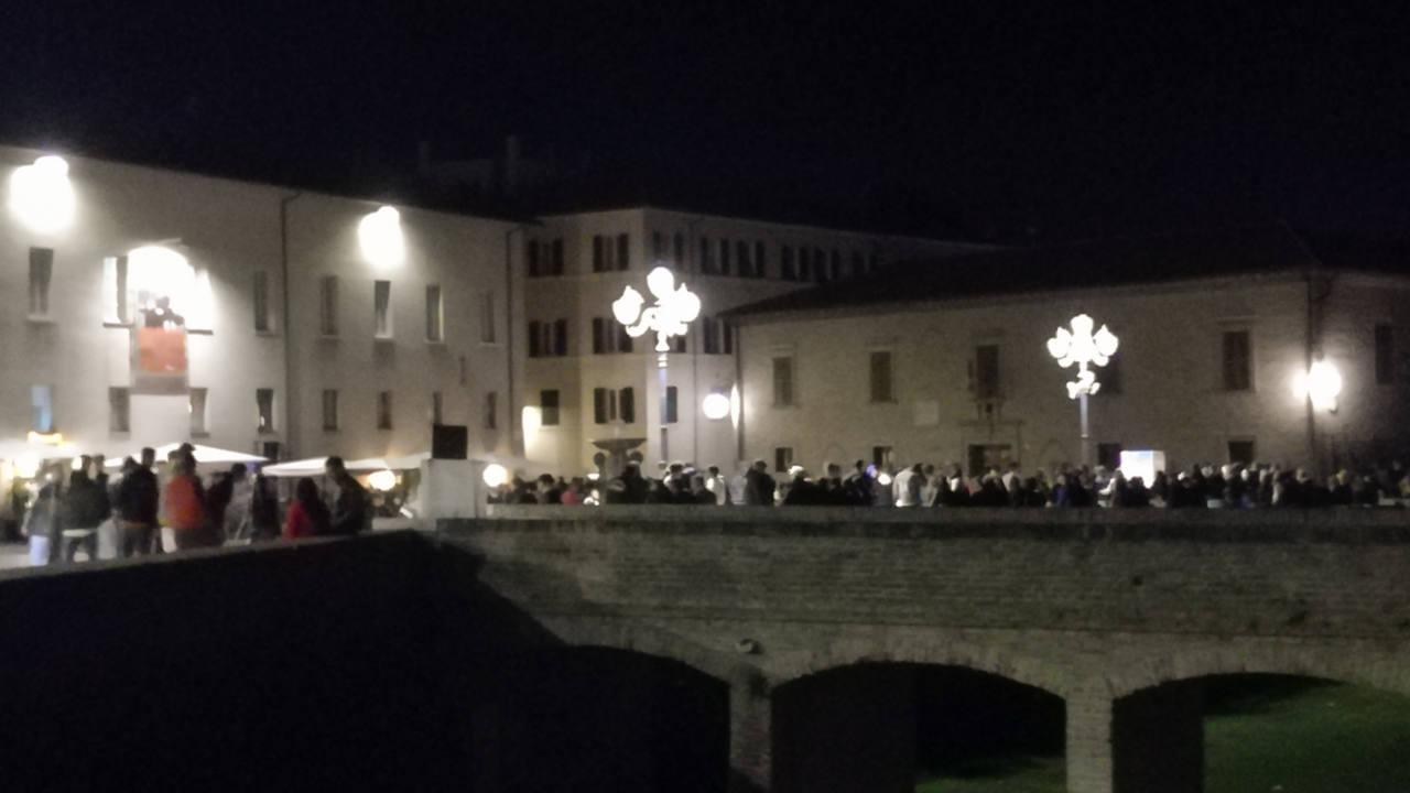 La movida a Senigallia: assembramenti in piazza del Duca