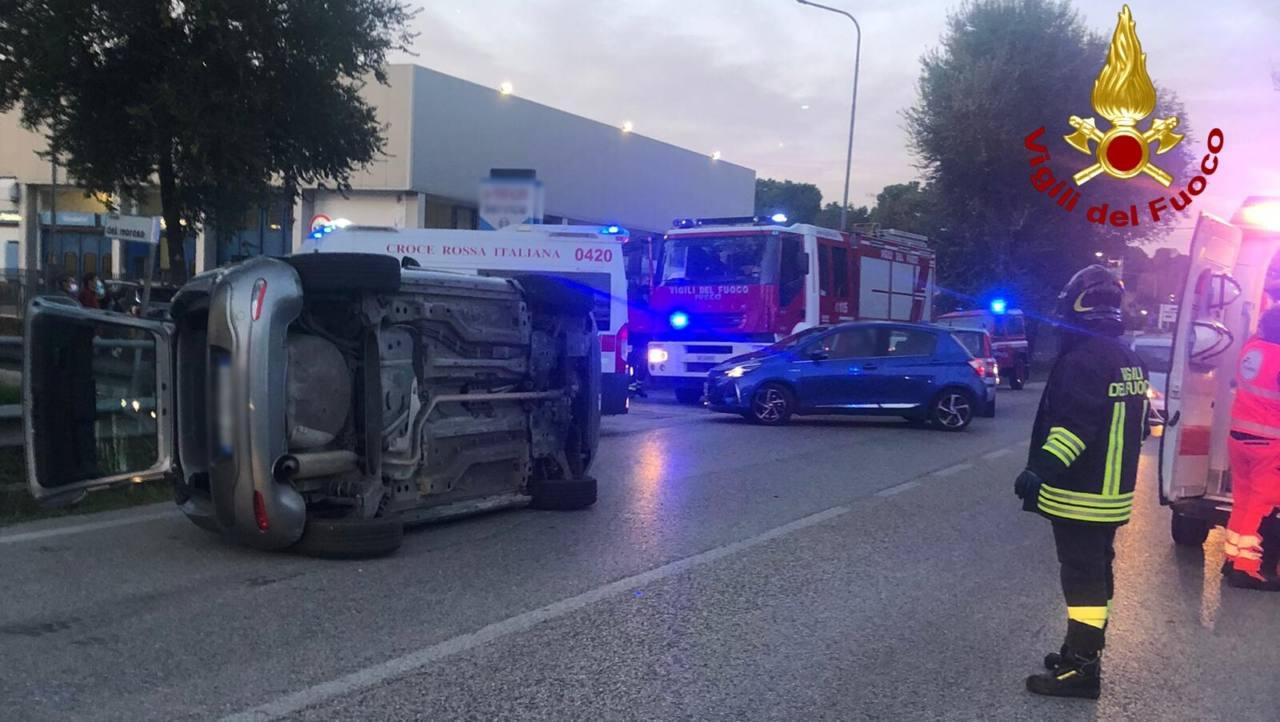 Tre auto si scontrano per un incidente: un ferito grave a Senigallia