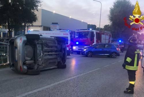 Scontro sulla Corinaldese, tre auto coinvolte: un ferito grave a Torrette