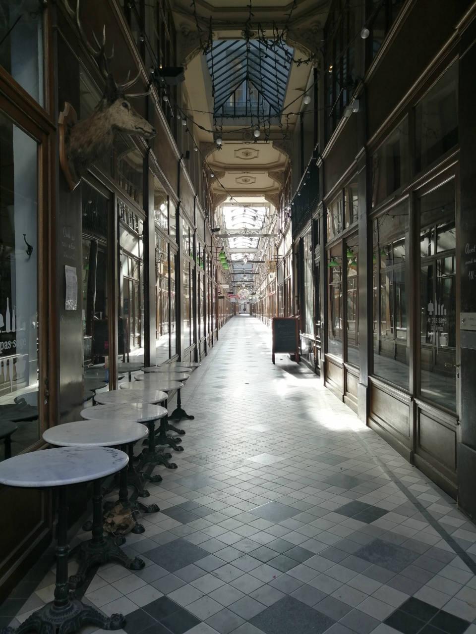 Parigi si prepara al coprifuoco