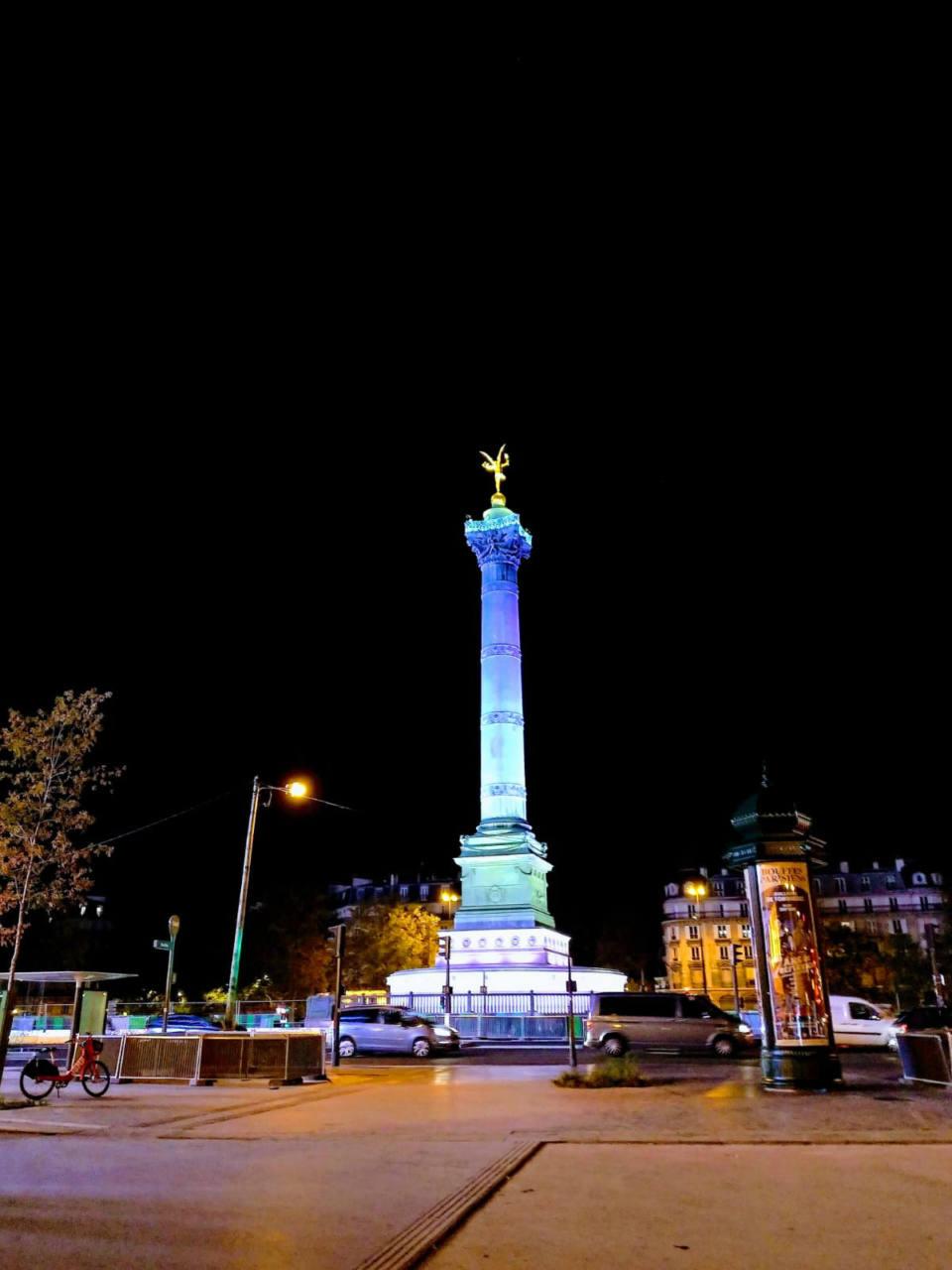 Parigi sotto coprifuoco