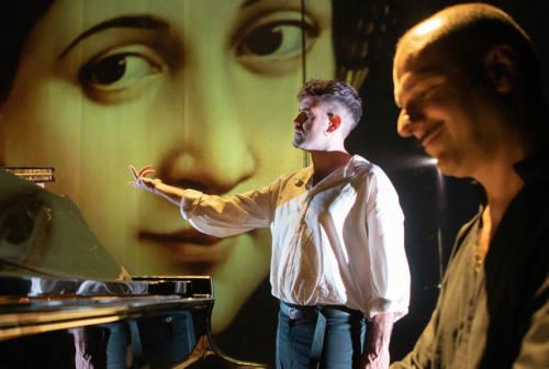 A Urbino va in scena 'Raffaello. Il figlio del vento' di e con Matthias Martelli