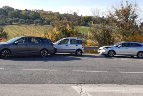 Osimo, incidente in via D'Ancona: tre le auto coinvolte